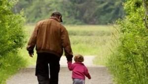 Pai-caminhando-com-o-filho